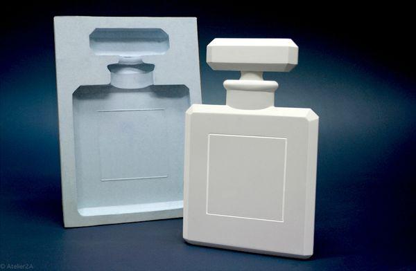 Flacon de parfum factice géant