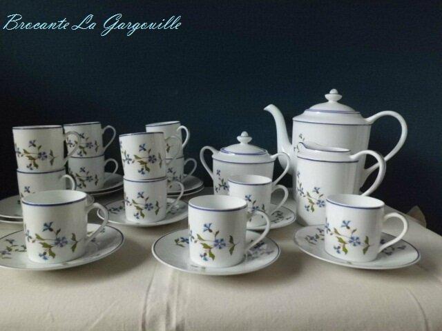partie de service en porcelaine de limoges marque la reine saint yriex bleuets brocante la. Black Bedroom Furniture Sets. Home Design Ideas