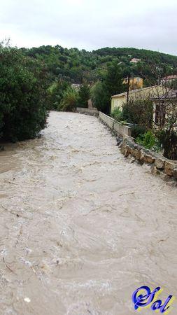 inondation_le_5_novembre_2011_rue_de_la_mourachonne_pegomas_40