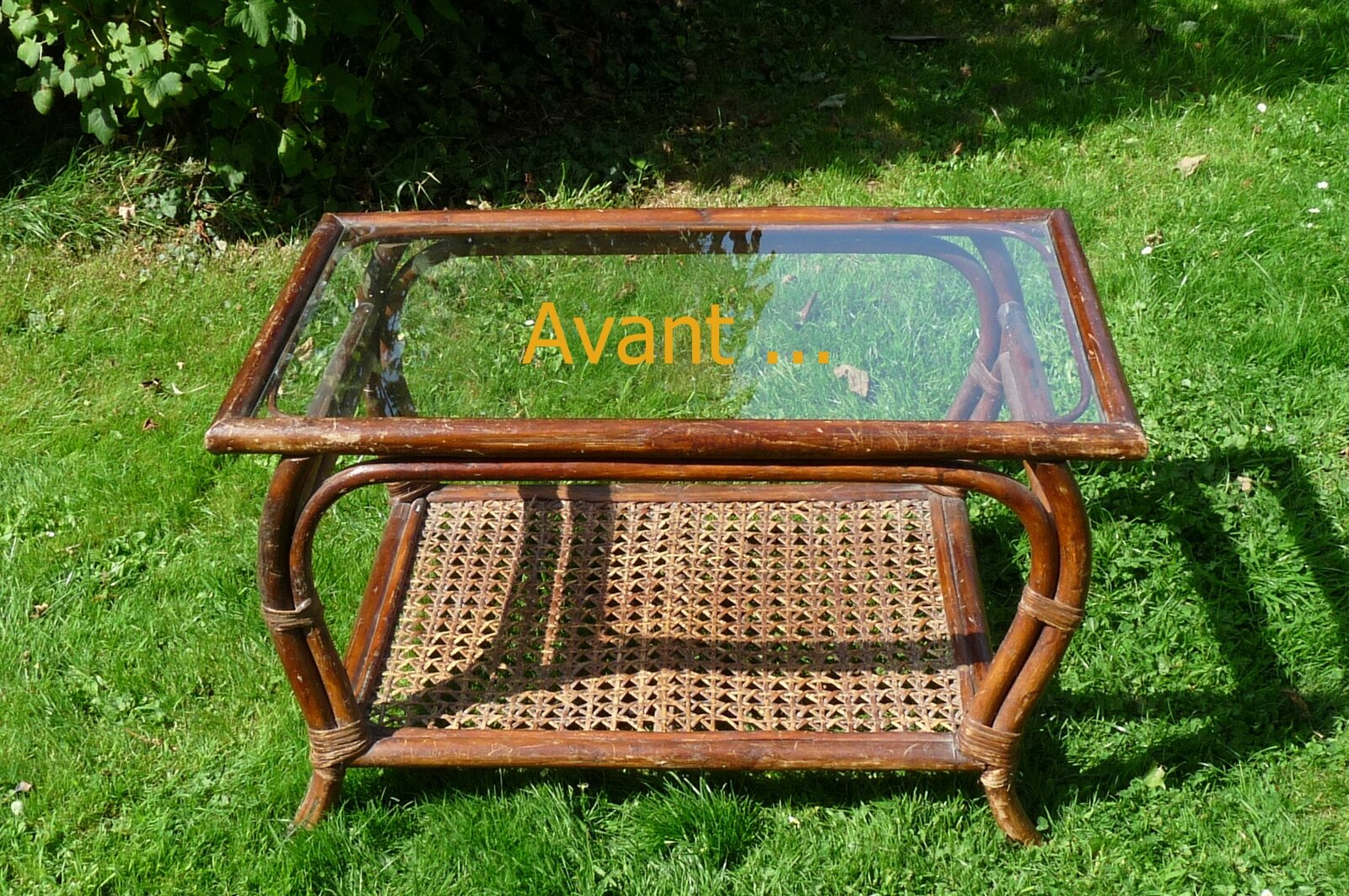 Table basse en rotin photo de boutique pour les meubles for Table rotin et verre