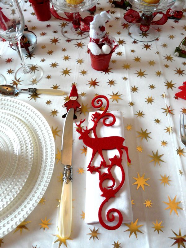 P1030751 photo de table de noel rouge blanc deco de - Deco table de noel blanc ...