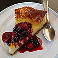 Cheesecake à la vanille et coulis de fruits rouges