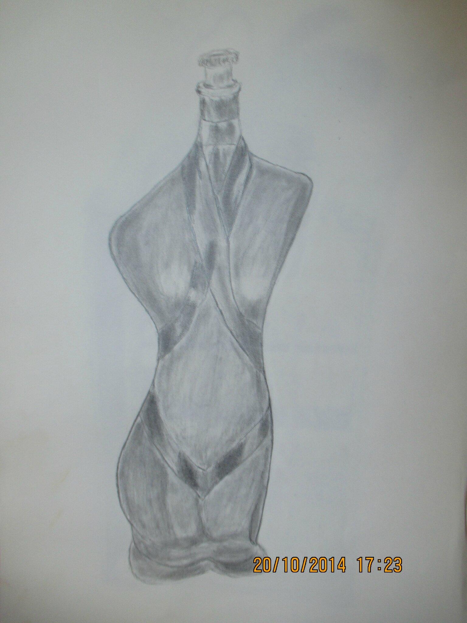 j'ai pris mon crayon ce matin!dessin original pour vous, c'est une bouteille(moderne!!)je débute alors..!!