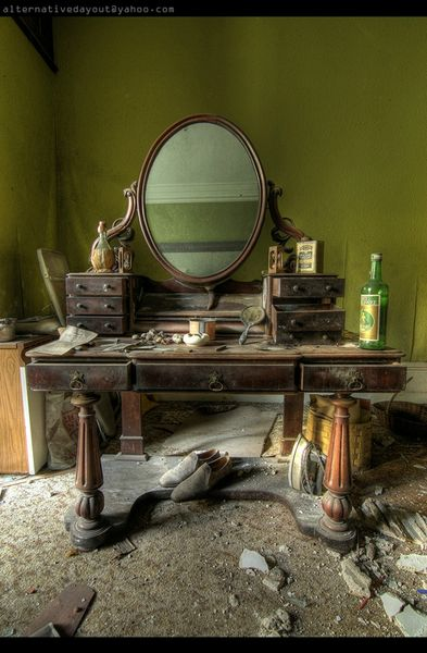 Furhouse Manor buket-mirror