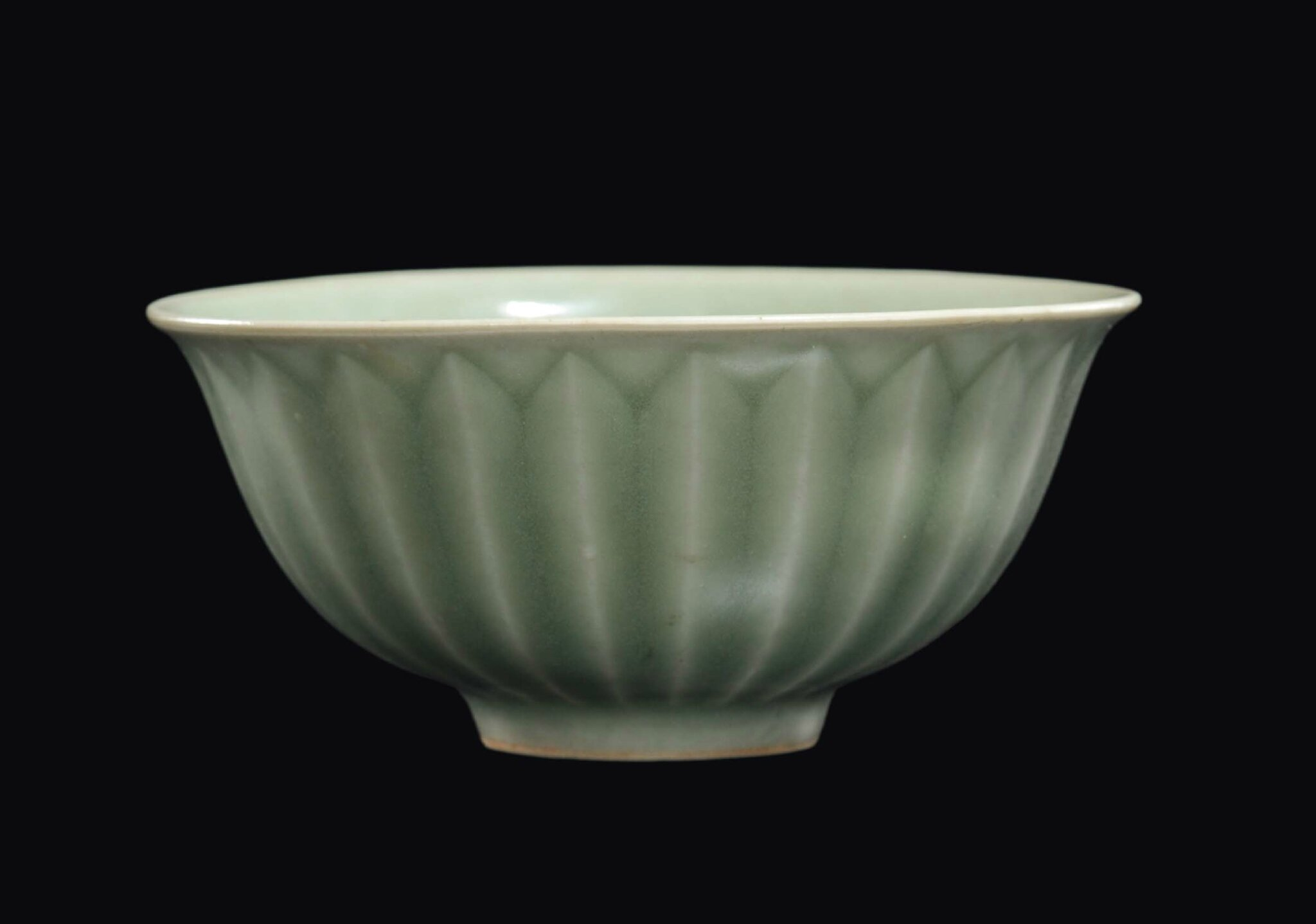 A Longquan Celadon porcelain bowl, China, Yuan Dynasty, 14th century