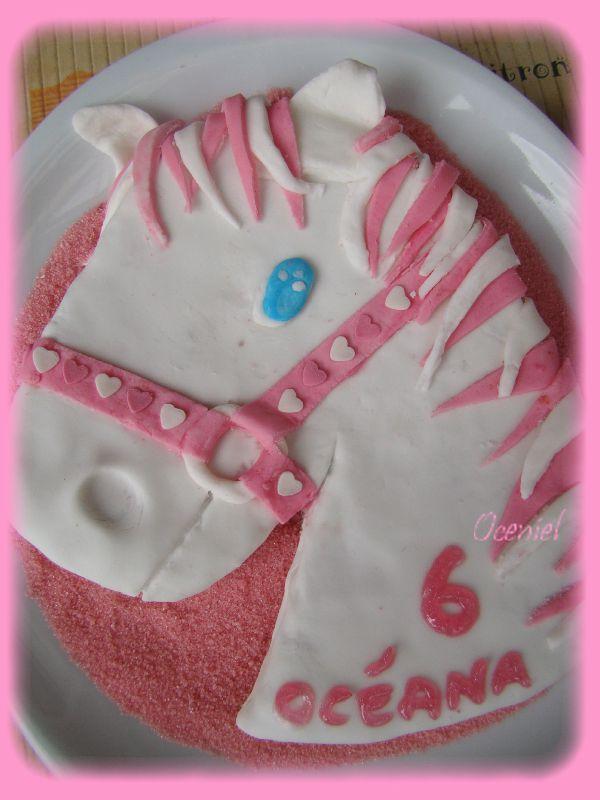 gâteau cheval en pâte à sucre