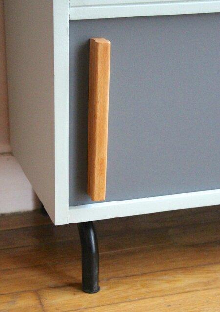 meuble-vintage-a-portes-coulissantes-pied