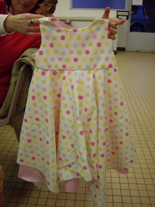 Robe pois en 4 ans couture noyal accueil for Couture a 4 ans