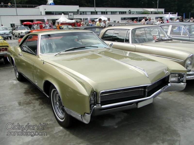 buick-riviera-1967-03