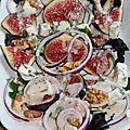 Salade de figues, noix et roquefort, sauce legere