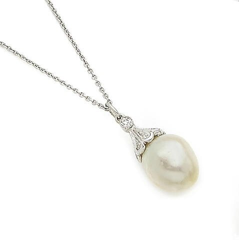 A pearl and diamond pendant necklace