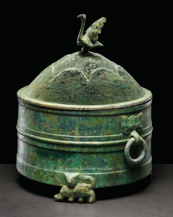 Récipient cylindrique sur trois pieds, jiuzun, Vietnam, Période Giao Chi (premiers siècles après J