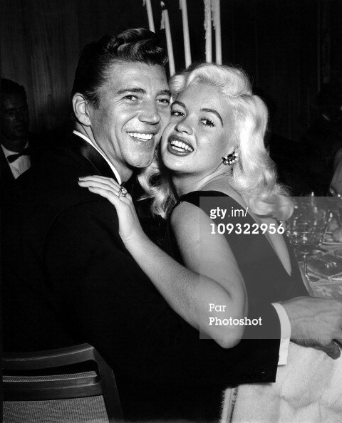 jayne-1959-03-party-with_mickey-1