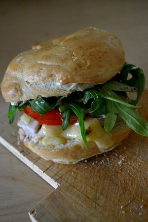 Bagels poulet + cheddar + tomate + roquette + sauce moutarde-miel + cream cheese (11)