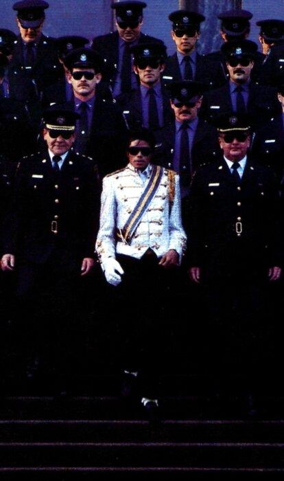 Michael Jackson est nommé membre honoraire de la police de New Westminster 91573797_o