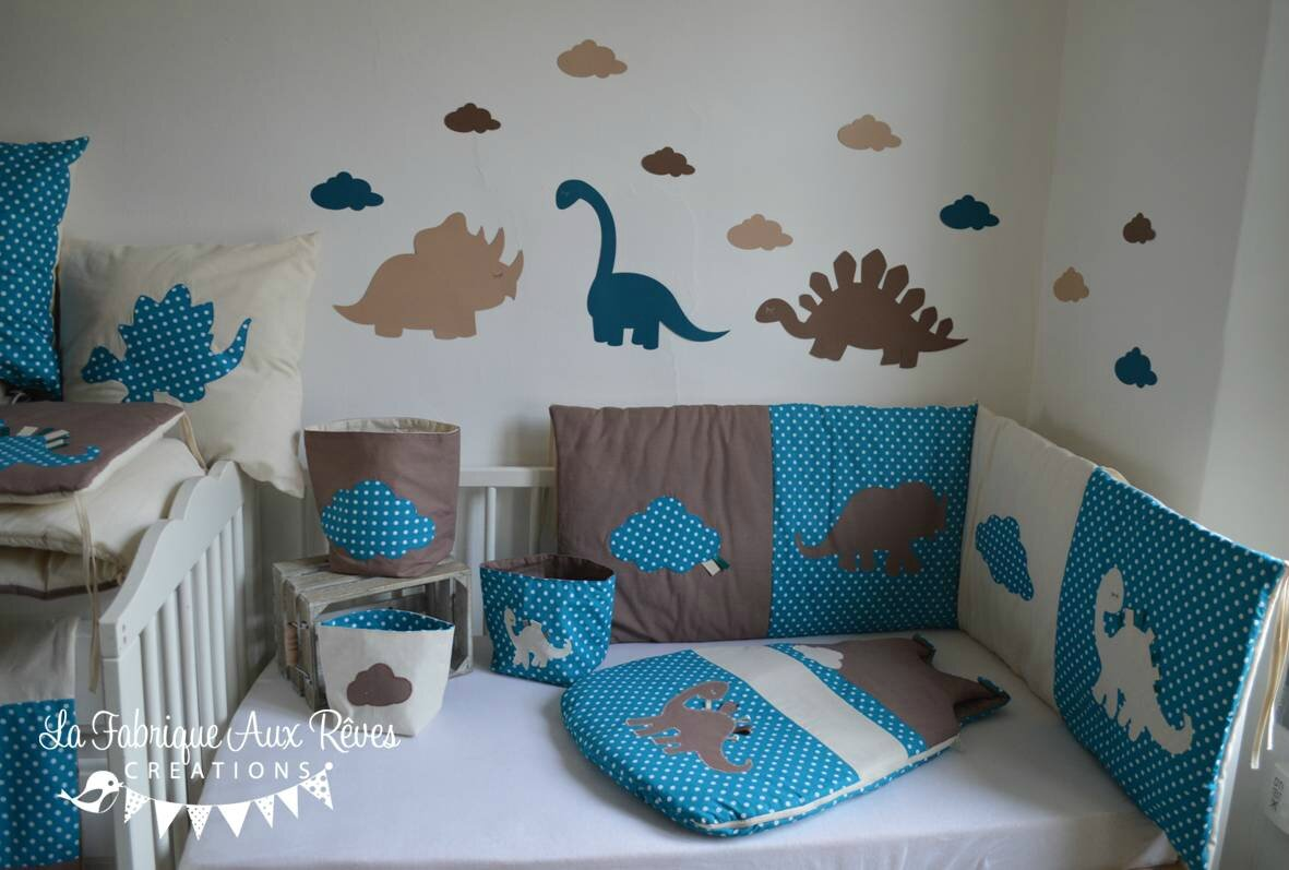 linge lit b b et d coration dinosaure bleu p trole canard. Black Bedroom Furniture Sets. Home Design Ideas