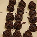 Une petite douceur: chocolat au sésame et à la mytrille.