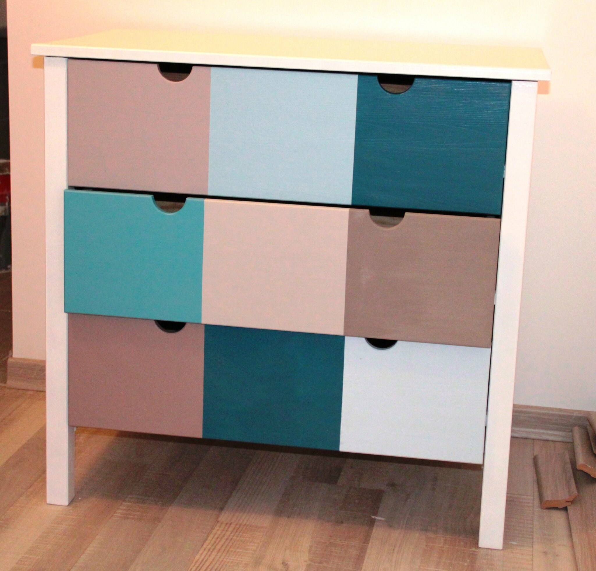 Une simple commode ikea revisit e diy relooking mobilier - Customiser un meuble de salle de bain ...