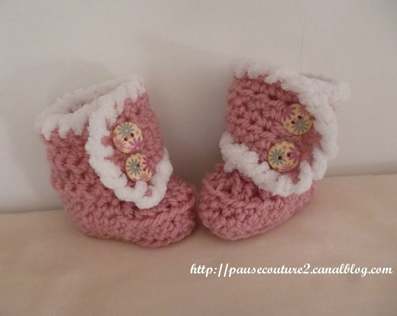 chaussons bottes rose A