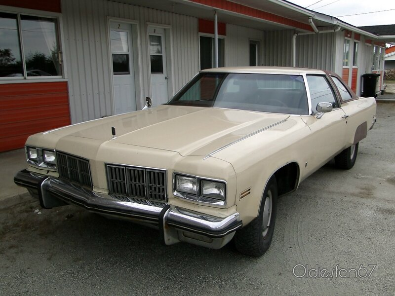 oldsmobile-98-coupe-1975-a