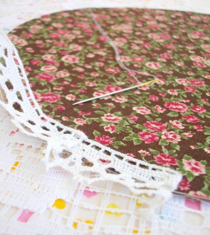 couture-dentelle-cadre-tissu-adhésif