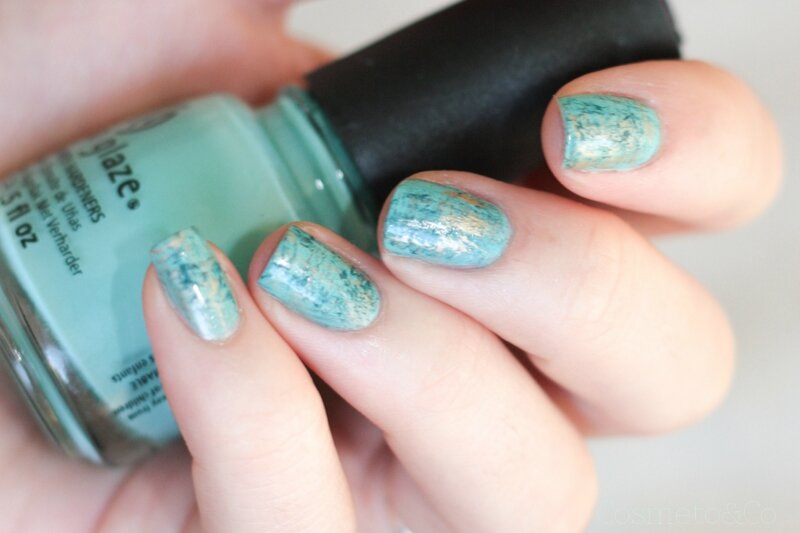 nail art turquoise fan brush