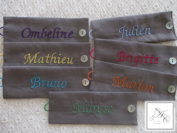 Ronds taupe, broderie multicolore vive ABC n°4
