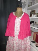 Robe HENRIETTE en coton imprimé toile de jouy rose sur fond écru (1)
