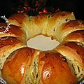 Brioche couronne au pavot, ppites chocolates et confipote abricot