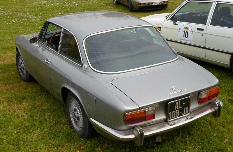 1280px-Alfa_Romeo_2000_GT_Veloce_Blaye_2013_01