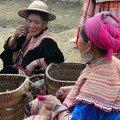 Vieille femme Hmong Fleur, Marche de Bac Ha