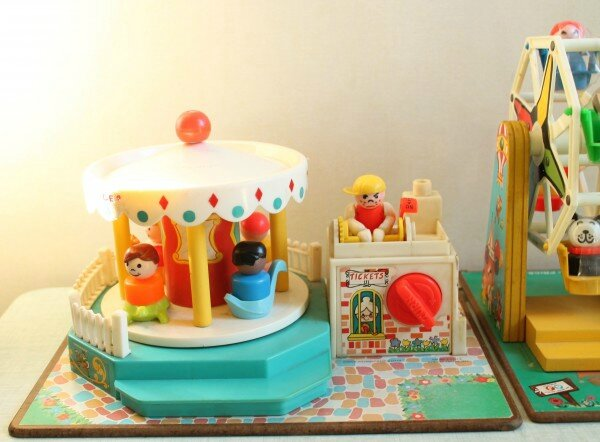 manege-merry-go-round-fisher-price