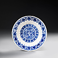 Plat bleu et blanc au rondeau fleuri, Iznik, vers 1580