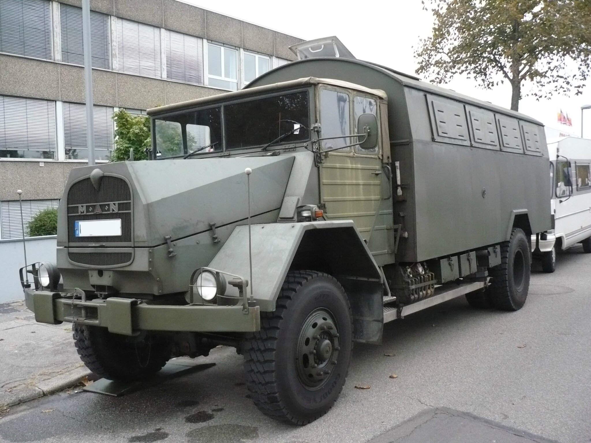 man 630 l2a camion militaire de transport de troupes mannheim 1 photo de 103 veterama et. Black Bedroom Furniture Sets. Home Design Ideas
