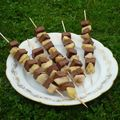 Poêlée pommes / poires aux épices piquées sur brochettes de fondant au chocolat...dessert aussi léger que délicieux!