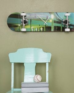 clock-made-from-skateboard-for-teen-room-recycle-art-repurpose-home-project-interesting-furniture