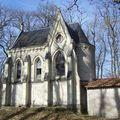 Les deux chapelles du Cimetière des Martyrs