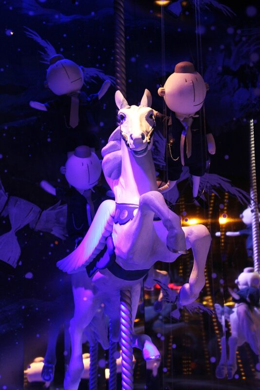 vitrines-noel-printemps-follow-me-white-rabbit (9)