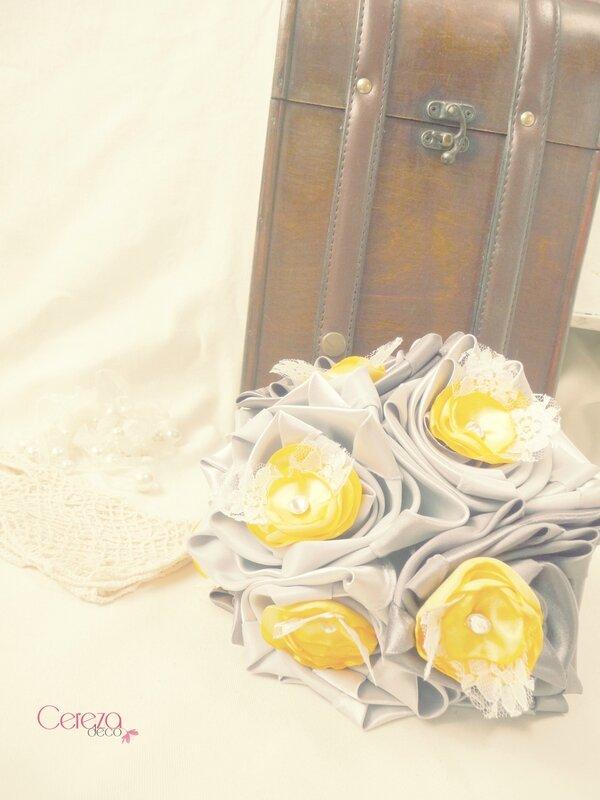 mariage rétro original bouquet gris argent jaune dentelle ivoire strass tissu cereza deco 10