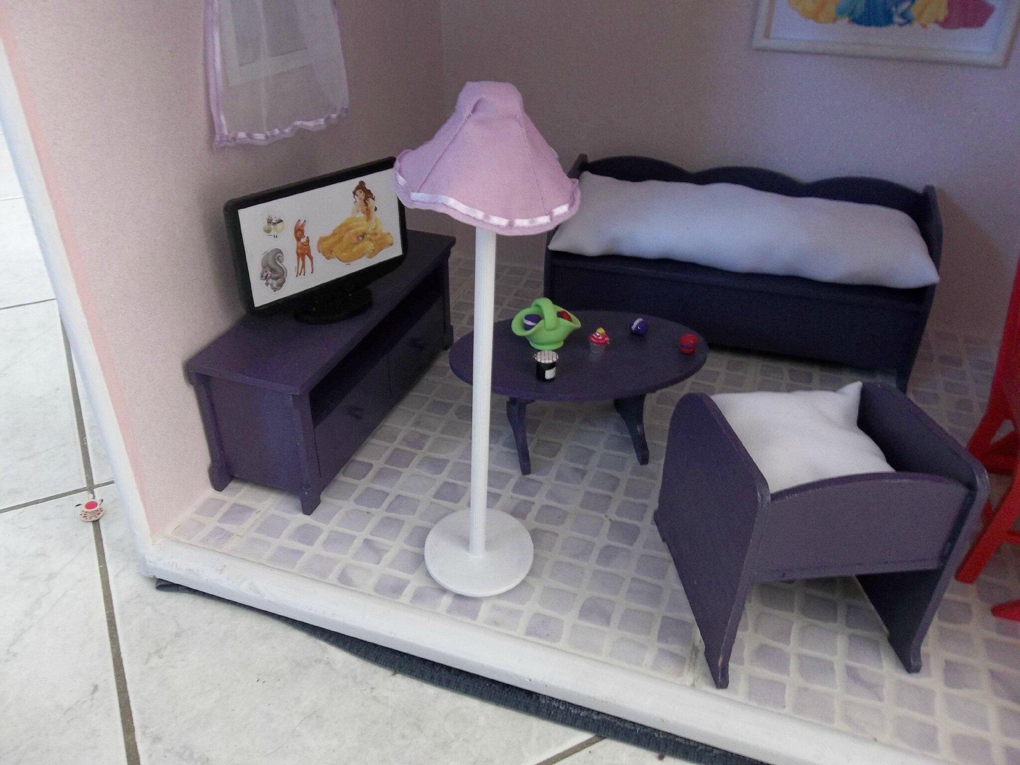 maisons pour manon et marion construction de maisons de poup e barbie. Black Bedroom Furniture Sets. Home Design Ideas