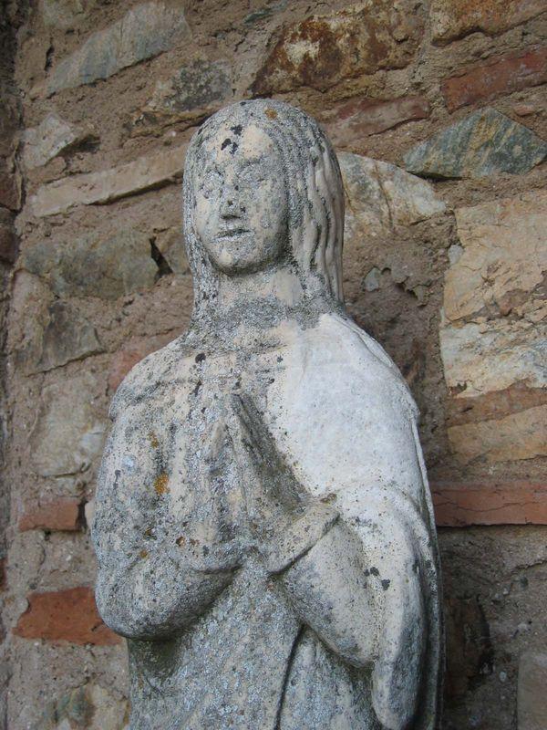 CORTEGANA_Statue_de_pierre