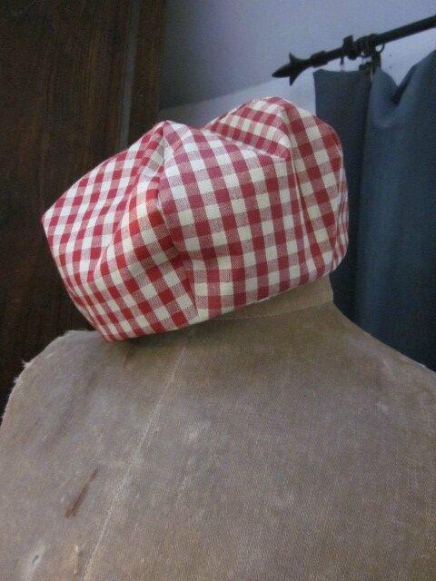 Chapeau de pluie AGATHE en coton enduit à carreaux rouge et beige (1)