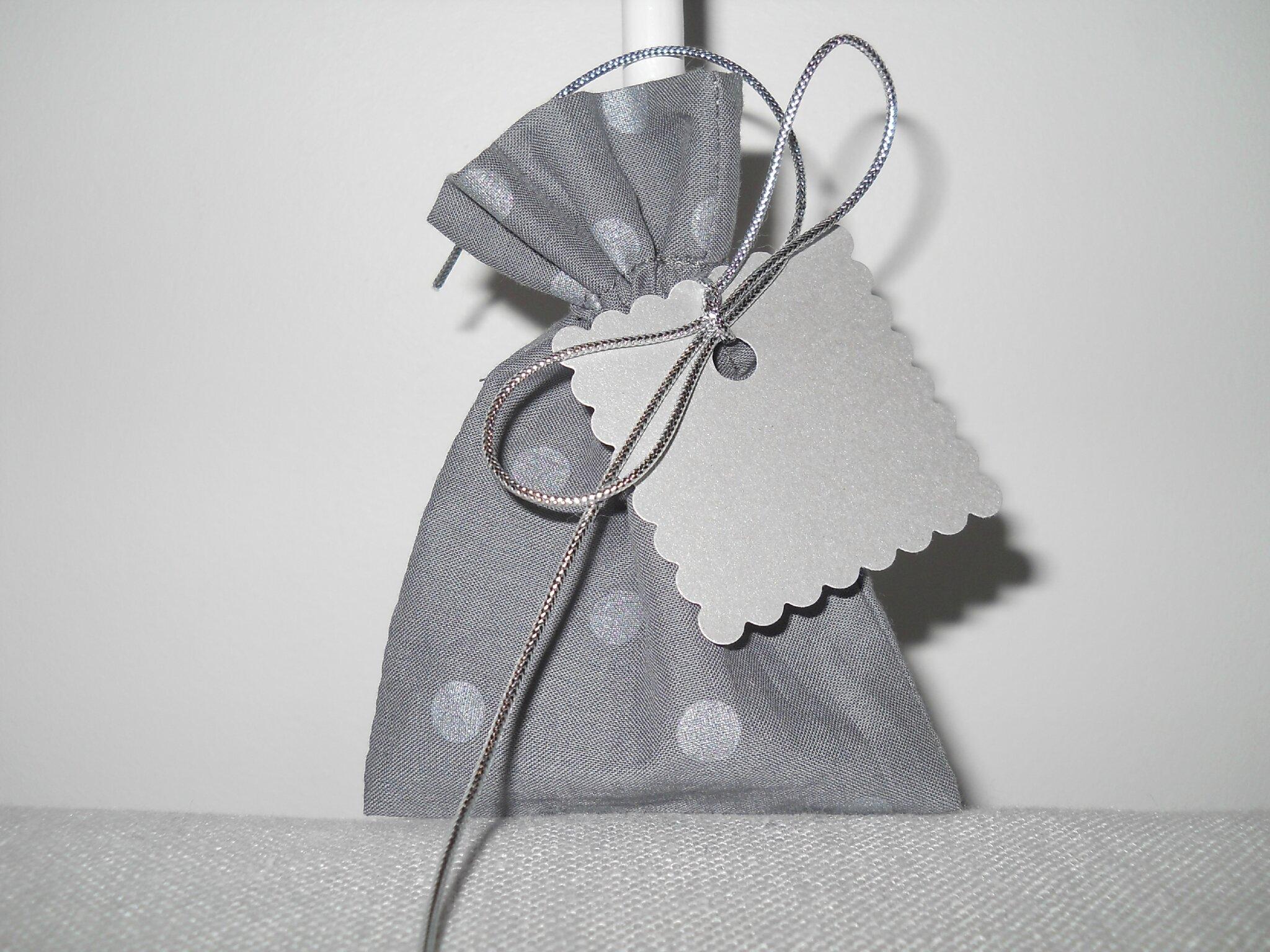 pochon gris pois argenté, cordon argenté