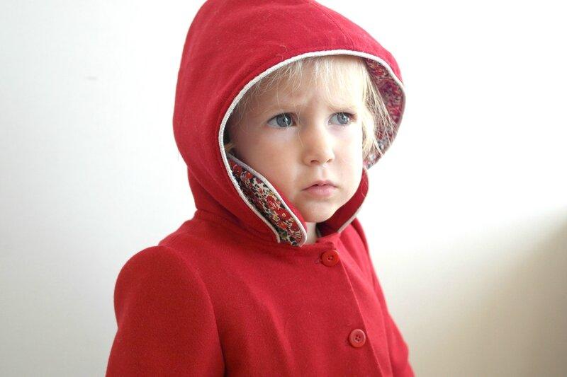 Manteau rouge Liberty porté_Chut Charlotte (8)