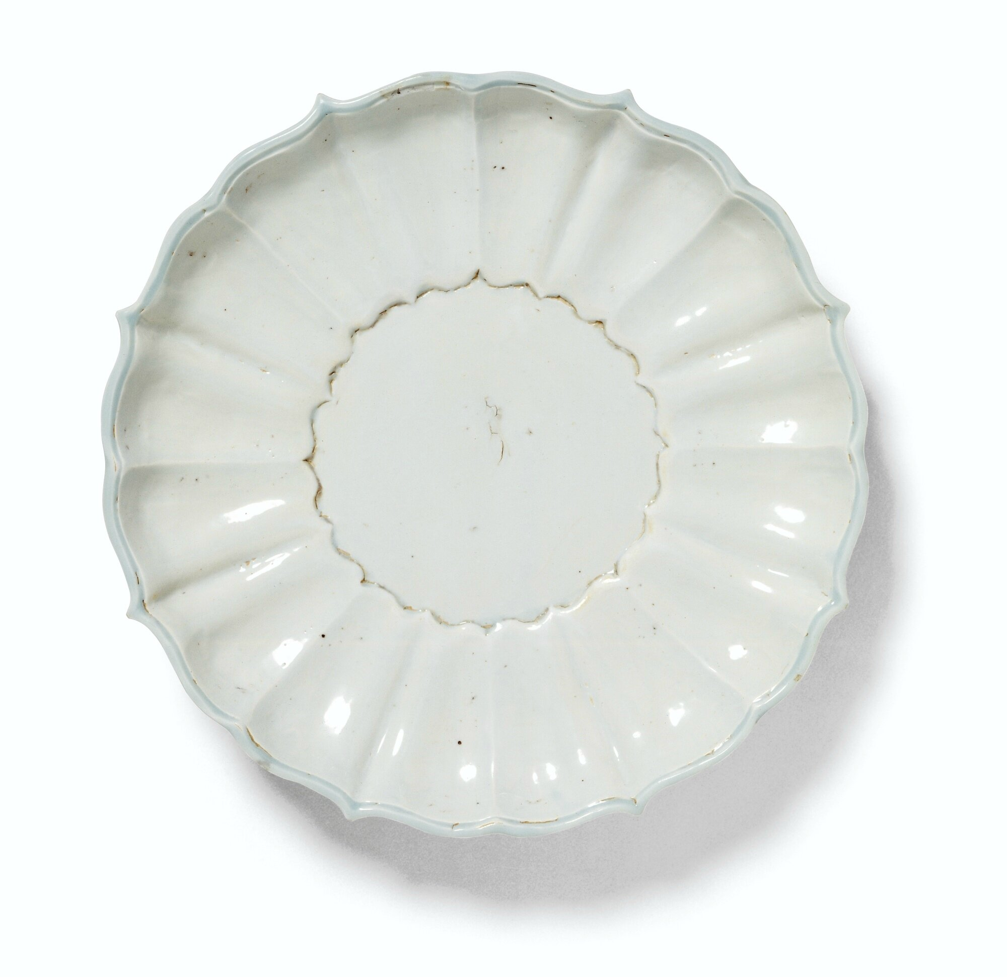 An unusual white lotus-petal dish
