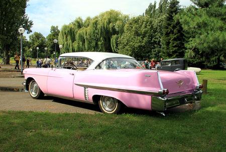 Cadillac_series_62_hardtop_coupe_de_1957__Retrorencard_aout_2010__02