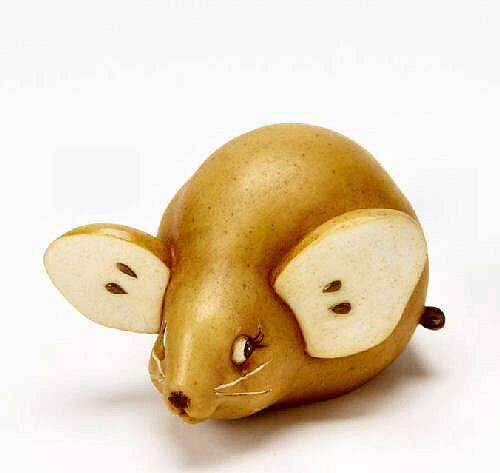 carving fruit pear mouse
