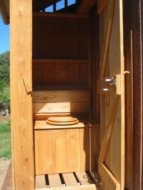 toilette seche photo de ext rieur de la cabane cabane. Black Bedroom Furniture Sets. Home Design Ideas