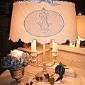 ravissante lampe bouillotte patine lin abat-jour monogrammes