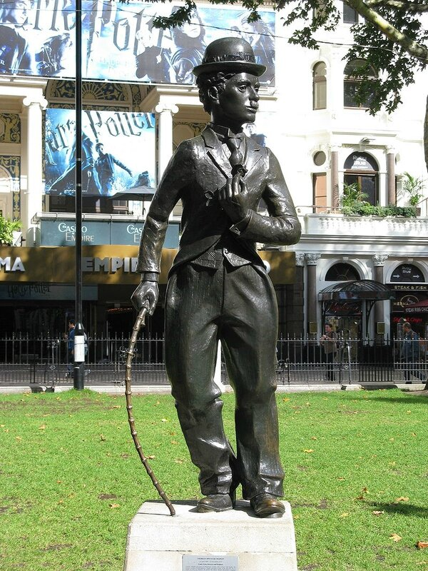 800px-Charlie_Chaplin-Leicester_Square-London